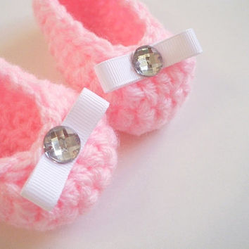 Crochet baby booties shoes ballerinas pregnancy announcement pink white bow rhinestone for newborn - 3 months soft hand made photo prop
