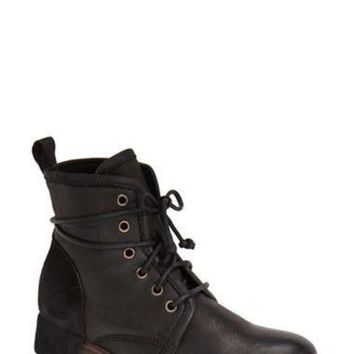 DCCK8X2 Women's UGG Collection 'Tesa' Lace-Up Ankle Boot,