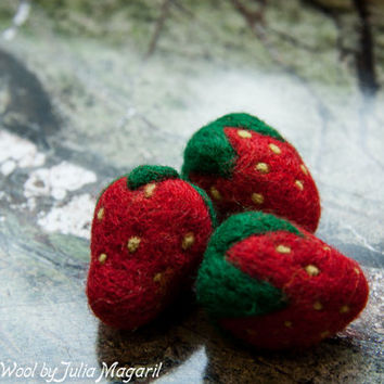 Strawberries. Play food. Kitchen decor. Waldorf. Needle felted. 100% wool. Set of 10 pcs.