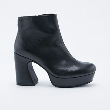Vagabond Tereza Curve Heel Boots in Black - Urban Outfitters