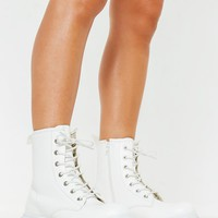 Missguided - White Chunky Sole Lace Up Ankle Boots