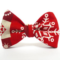 Bow Tie for Men by BartekDesign: self tie red christmas ornaments print beige gift for him