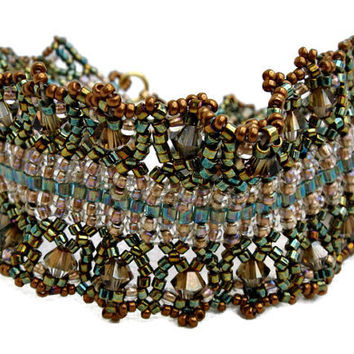 Gold and green beaded bracelet with Swarovski elements. Seed beads jewelry