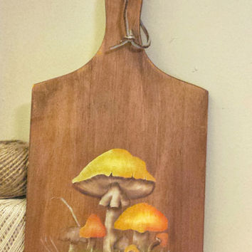 Vintage Wood Cutting Board, 1970s Mushroom Painted Design, Vintage Home Decor, Wall Hanging, Kitchen Display
