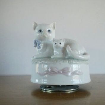 Otagiri Japan Music Box Vintage Porcelain Cat, Otagiri Wind Up Music Box Cat Porcelain