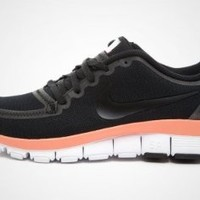 Amazon.com: Nike Women's Free 5.0 V4: Shoes