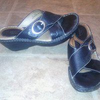 Born Black Women's slides/sandles/ strappy/size 8M  two and a half inch heel shoes leather early 90s /vintage/ quality made/ buckle straps