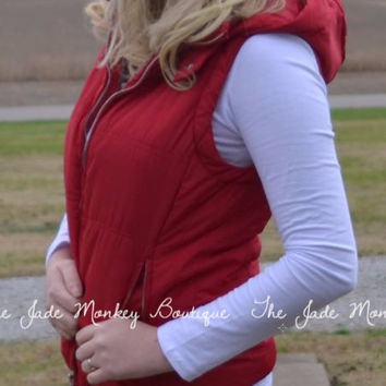 Hooded Puffer Vest in Red