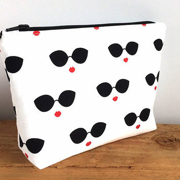 Red Lips Makeup Bag - Gift For Her - Makeup Bag - Sunglass Bag - Small Zipper Pouch - Birthday Gift - Gift for Girlfriend - Best Friend Gift