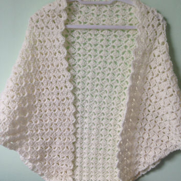 Cream Triangle Shawl, Off White Shawl, Cream Crocheted Wrap, Off White Yarn Wrap, Bridal Cream Shawl, Prom Shawl Shawl, Wedding Shawl