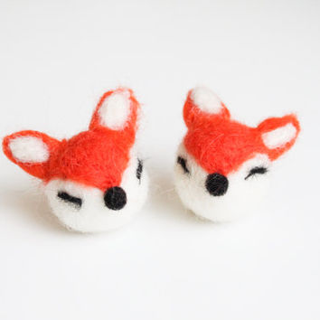 Handmade Needle Felted Wool Cute Fox Decorations. Adorable Felted Animal. Perfect gift for baby shower, wedding, birthday, and children.