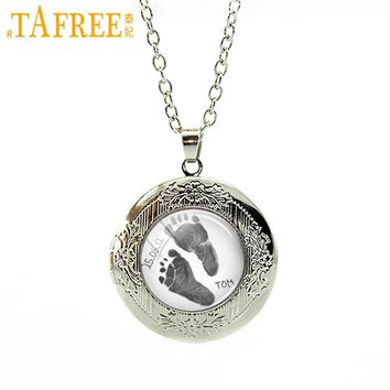 TAFREE New Lovely Footprint picture locket necklace Custom names date Keepsake For Dad Baby Footprint Personalized Jewelry T395