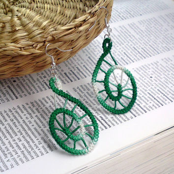 Green spiral earrings, crochet, green ombre, handmade romanian point lace sewed earrings, simple, spiderweb