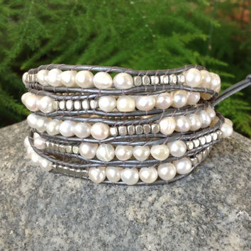 BraceletsForMe Metal and Pearls 5 Wrap Bracelet Metallic Gray Leather with Freshwater Pearls & Silver Metal Nuggets