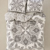 Valda Woodblock Medallion Duvet Cover | Urban Outfitters