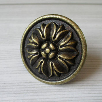 Rustic Knobs / Dresser Knobs / Drawer Pulls Knobs Handles Flower Antique Bronze / Kitchen Cabinet Door Pull Handle / Furniture Knob Hardware