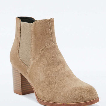 Vagabond Anna Beige Chelsea Ankle Boots - Urban Outfitters