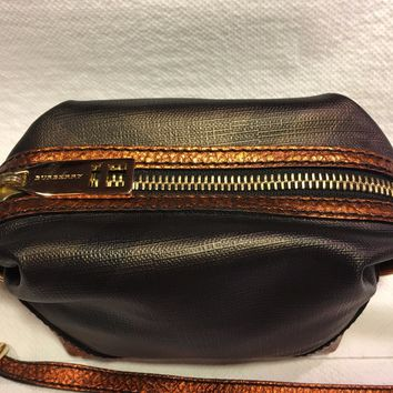 "Burberry New Women's Small Shoulder Bag Size: 6"" x 3"" x 5"""