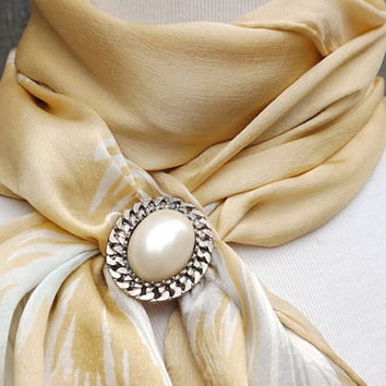 Vintage Silver Tone Scarf Ring with Faux Pearl, Chunky Scarf Jewelry,Vintage Scarf Clip,Costume Jewelry,Vintage Scarf Holder,Oval Scarf Ring
