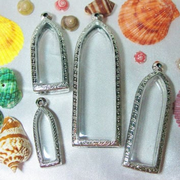 Mixed Size of Spanish Door Shape Engrave Pendant Cases, Reliquaries, Shadow Box Pendants, Clear Locket,Containers,Terrarium