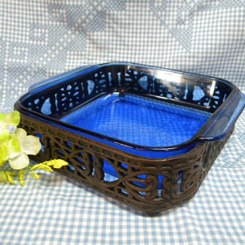 Pyrex cobalt square casserole in wrought stand 2 qt serving dish