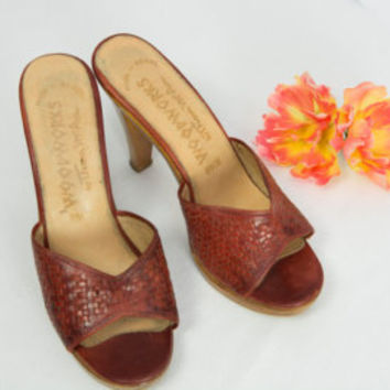 Vintage 1970's Thom McAn Wooden Heels Sz 8 1/2 Red Boho Shoes Mules Woodworks
