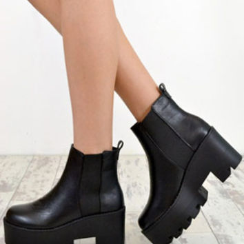 AVRIL Chunky Heel Biker Style Chelsea Ankle Boots In Black – NaomiShu