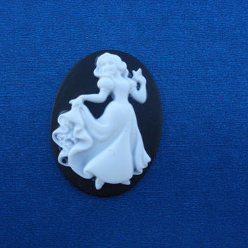 Snow White Victorian Cameo Black & White Silhouette Disney Snow White Dancing