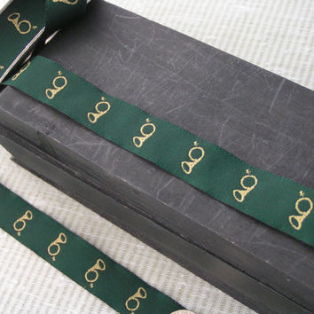 Equestrian, Hunter Green, Tan Brass English Fox Hunting Horn. A silk like ribbon with Jacquard embroidered Horn.