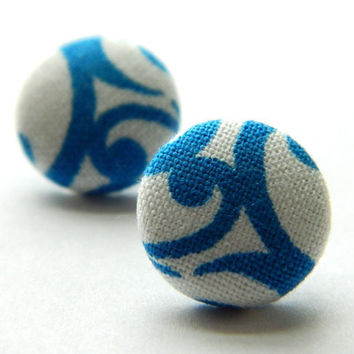 Button Earrings Floral BlueWhite by PushTheButtons on Etsy