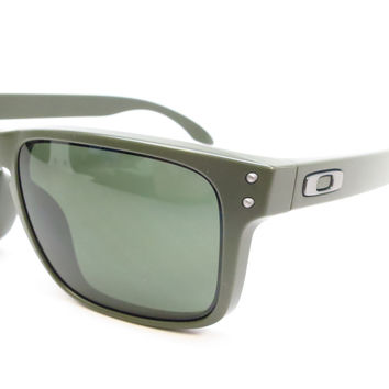 Oakley Holbrook OO9102-70 Green Sunglasses