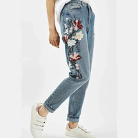 2017 Spring Autumn Fashion Floral Embroidered Jeans For Women Vintage Water Washing Bleached Straight Jeans Woman Denim Pants