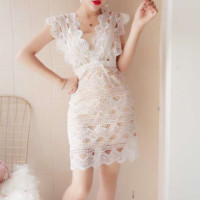 Free shipping two fake water-soluble lace body-wrapped ass dresses.