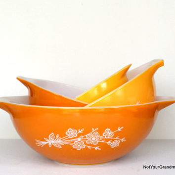 Pyrex Yellow Butterfly Gold Nesting Mixing Bowls (4) - 1960s