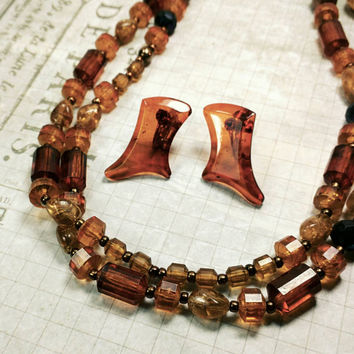 Boho Chic shades of brown, amber, copper, brass, yellow very nice plastic (and maybe a few glass) beaded necklace. And earrings!!