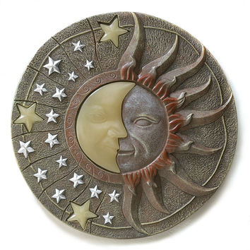 Solar Powered 10.5-Inch Round Stepping Stone with Sun Stars Design