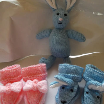 Blue rabbit bootees - age 3 - 6 months - knit baby bootees