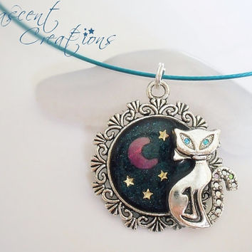 Kawaii charm pendant cat, moon and stars in resin on a blue wire necklace, girls teen fashion jewelry, free gift wrap, resin charm necklace