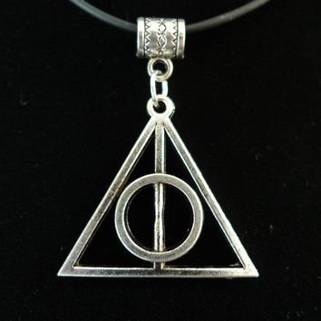 100pcs  Tibetan Silver  ALLOY HARRY Triangle POTTER SIGN OF DEATHLY HALLOWS SYMBOL 44 x 32 mm DZ12337