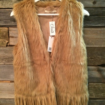 VEGAN FUR FRINGE VEST - TAN