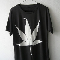 Hemp cannabis marijuana leaf reggae rock and Roll T-Shirt L size