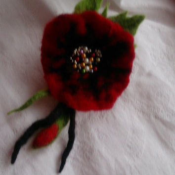 Felt brooch,green black red felt flower brooch,felt flower,red flower,red bud, poppy brooch,pearl jewelry, weding flower,art,red accessories