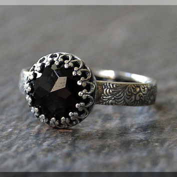 Black Onyx Ring, Crown Bezel Set Onyx Ring, Sterling Silver gemstone Ring, Onyx Cocktail Ring, Black Onyx Engagement Ring, Layering Ring