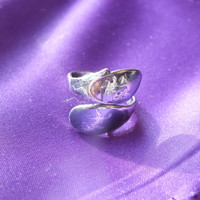 Wrap Around Siam Accent Style Silver Ring, Size 5, Silver 925