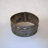 Vintage Metal Yemeni Wide Bangle
