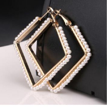 "2.50"" gold faux pearl square earrings"