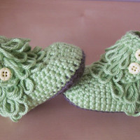 baby ugg style boots, crochet baby booties, baby girl clothing, 0 to 4 months