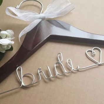 Personalized hangers / Custom hanger / Wedding hangers / Bridal hanger / Wedding dress hanger / Wire hangers / Bridal party hangers