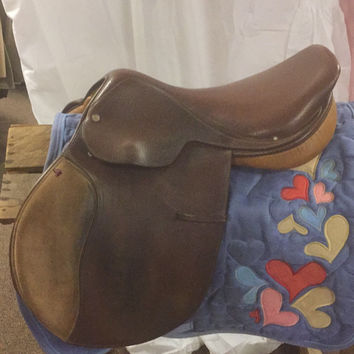 "17"" Crosby Close Contact Saddle w/ knee blocks. Narrow"