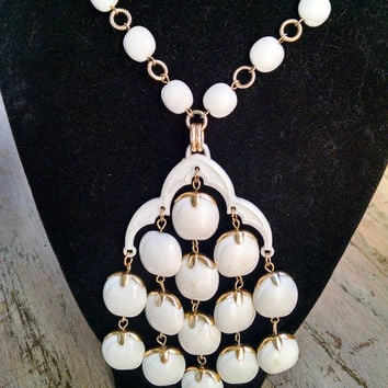 White Bead Necklace Gold Tone Accents Vintage Jewelry Jewellery Plastic Beads Beach Wedding